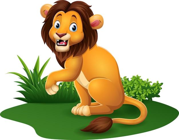 Lion heureux de dessin animé posant dans l'herbe