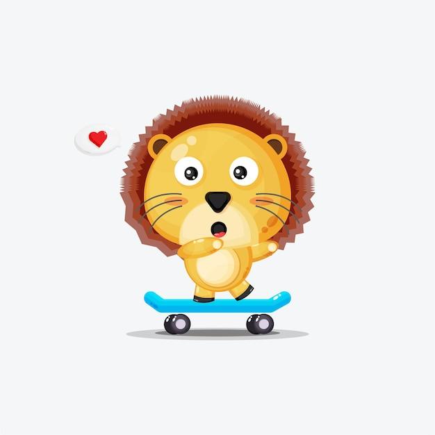 Lion mignon jouant à la planche à roulettes isolé sur blanc