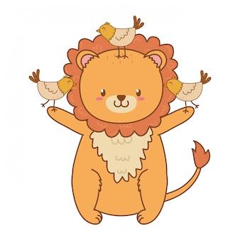 Lion mignon avec des oiseaux des personnages forestiers