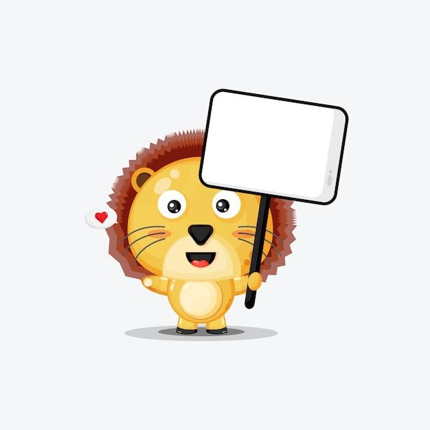 Lion mignon tenant une pancarte blanche isolée sur blanc