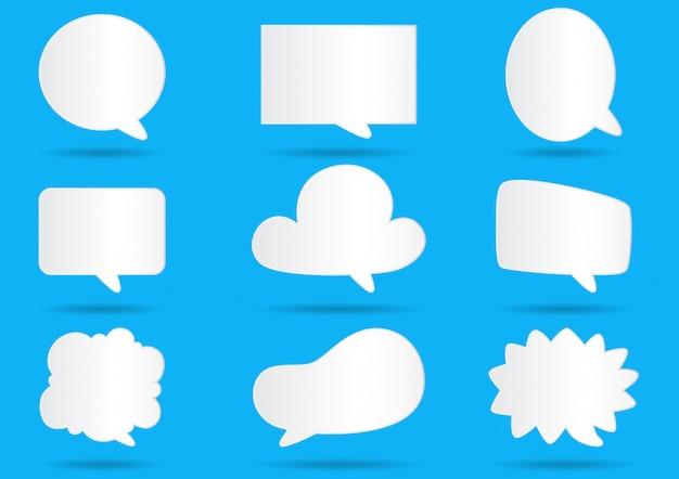 Livre blanc bulles de communication pour discours sur fond bleu