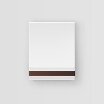 Livre blanc fermé d'allumettes isolé, vue de dessus sur blanc
