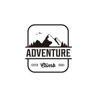 Logo d'aventure de crête de montagne de silhouette rétro vintage
