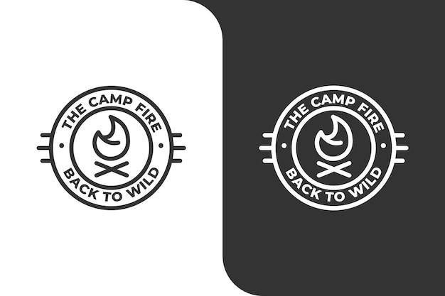 Logo d'aventure en plein air de camping de feu de camp