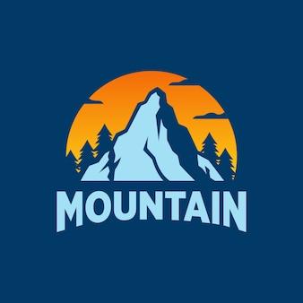 Logo d'aventure en plein air de montagne