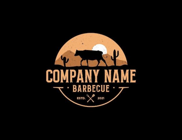 Logo de barbecue avec le thème du style d'insigne de désert et de cactus