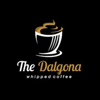 Logo de boisson fouetté crémeux de café dalgona