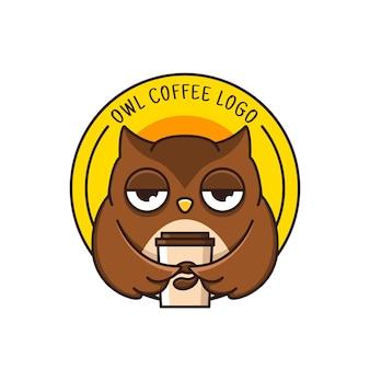 Logo de café avec hibou mignon isolé sur blanc