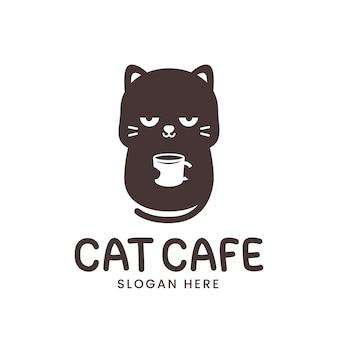 Logo de chat mignon avec tasse de café isolé sur blanc