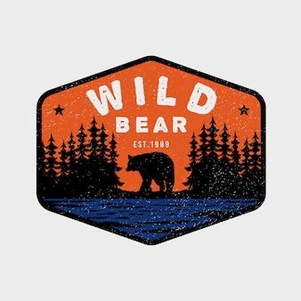 Logo coloré vintage d'aventure ours sauvage