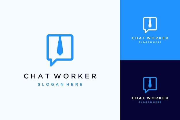 Logo de conception de communication ou bulle de discussion avec cravate de bureau