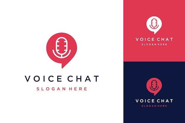 Logo de conception de communication ou message vocal ou bulle de discussion avec un microphone