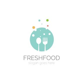 Logo avec la conception de la cuillère et de la fourchette