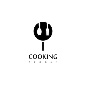 Logo de cuisine avec cuillère et symbole de casserole