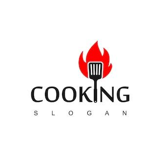 Logo de cuisine avec symbole de spatule brûlé