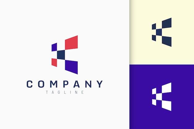 Le logo de données ou d'informations en forme carrée abstraite représente la technologie