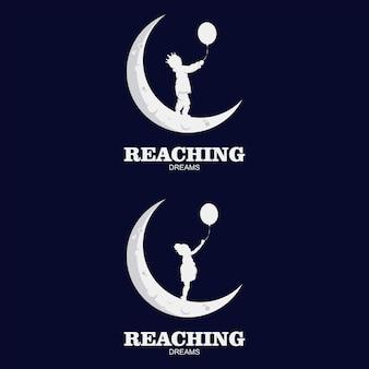 Logo d'enfants sur la lune avec ballon