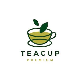 Logo de feuille verte tasse à thé isolé sur blanc