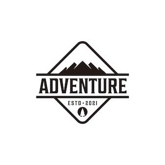Logo de forme rétro vintage d'aventure en montagne