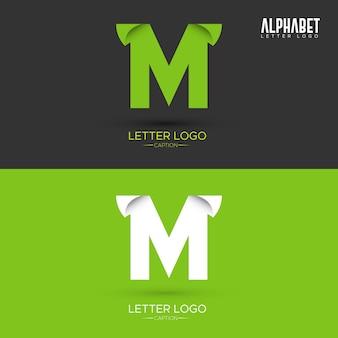 Logo de lettre m organique en forme de feuille d'origami vert