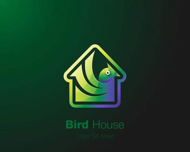 Logo de la maison d'oiseau. oiseau vert avec logo icône maison