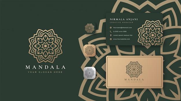 Logo de mandala doré avec carte de visite
