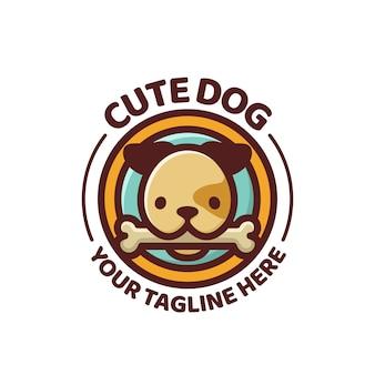Logo de mascotte de personnage de dessin animé mignon chien.