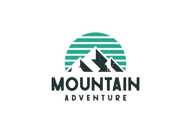 Logo de montagne extérieure classique rétro rustique