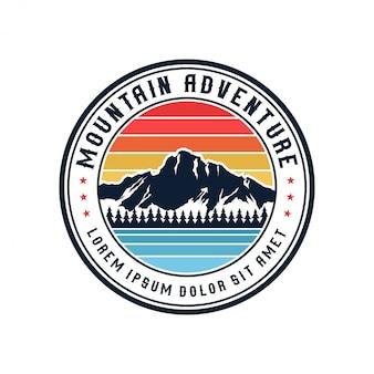Logo de montagne vintage en plein air et aventure