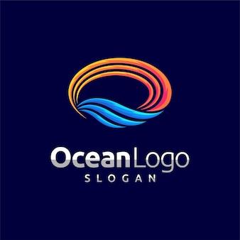 Logo de l'océan avec concept ovale
