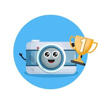 Logo de personnage de mascotte caméra trophée champion
