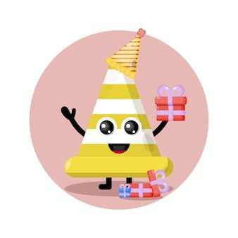 Logo de personnage mignon de cône de signalisation d'anniversaire
