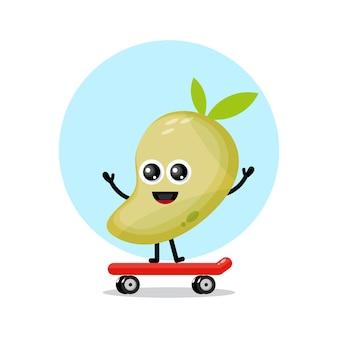 Logo de personnage mignon de planche à roulettes de mangue
