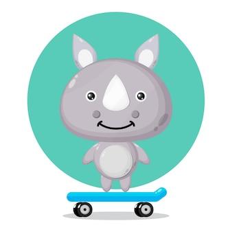 Logo de personnage mignon de planche à roulettes rhinocéros