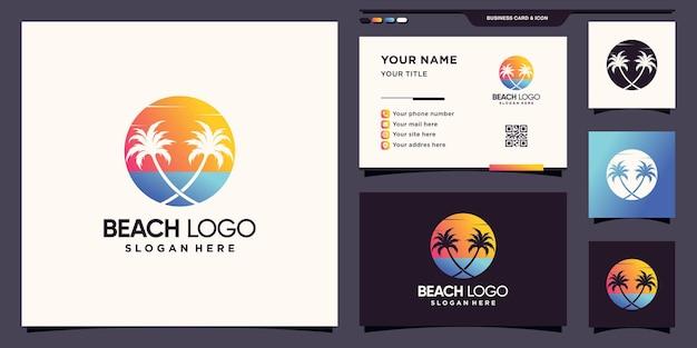 Logo de la plage avec le logo de l'icône soleil et palmier et conception de carte de visite vecteur premium