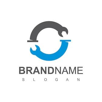Logo de plomberie de clé à cercle