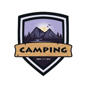 Logo pour modèle de conception de vecteur de camping aventure en montagne
