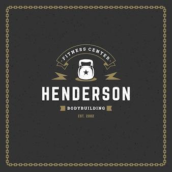 Logo de remise en forme ou insigne illustration vectorielle silhouette de symbole d'équipement de sport kettlebell. modèle de conception d'emblème de typographie rétro ou timbre d'impression de t-shirt.