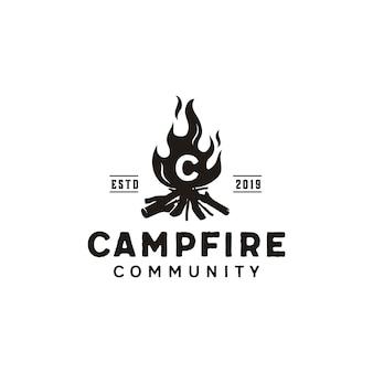 Logo rétro vintage de la flamme du feu de bonfire camp