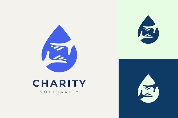 Logo de solidarité ou de charité en main et forme de goutte d'eau