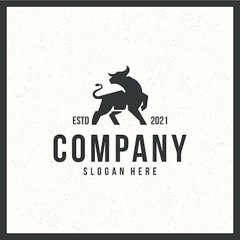 Logo de taureau, concept de couleur forte, rétro, vintage, noir et blanc