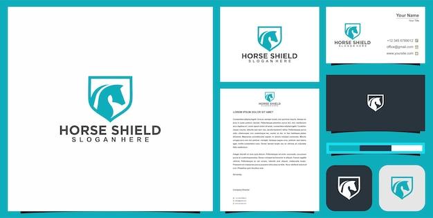 Logo tête de cheval dans le concept de bouclier avec carte de visite