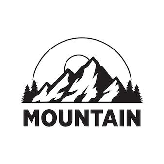 Logo vintage d'aventure en montagne