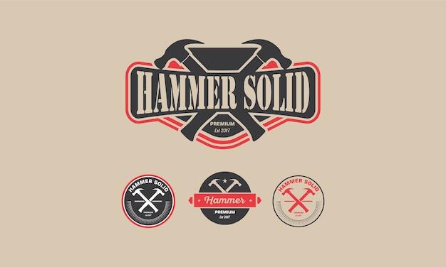 Logo vintage hammer badge pour l'industrie de la menuiserie