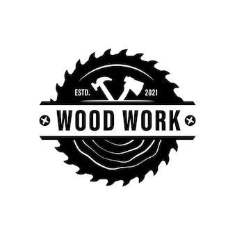 Logo de wood industries company avec le concept de scies et de menuiserie