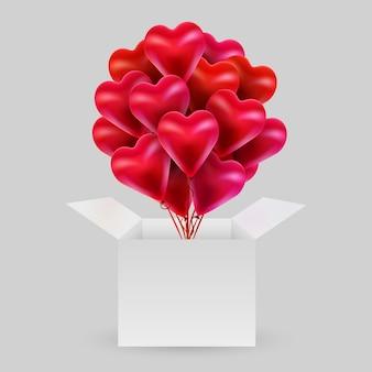 Lot de ballons en forme de cœur avec une boîte ouverte. saint valentin.