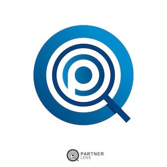 Loupe logo en verre avec lettre initiale p