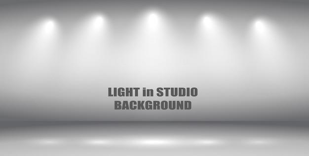 Lumière dans le fond du studio.