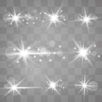 Une lumière rougeoyante blanche explose sur un fond transparent. des particules de poussière magiques scintillantes. étoile brillante. soleil brillant transparent, flash lumineux.