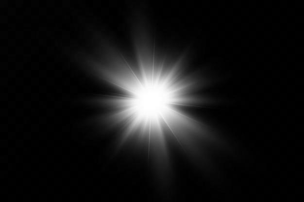 Une lumière rougeoyante blanche explose sur un fond transparent. avec ray. soleil brillant transparent, flash brillant. le centre d'un flash lumineux